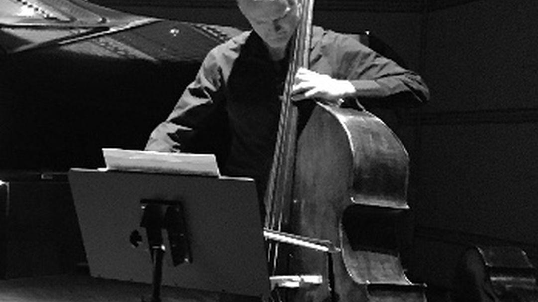 Bass-Night, acte II – Rassemblement de contrebasses
